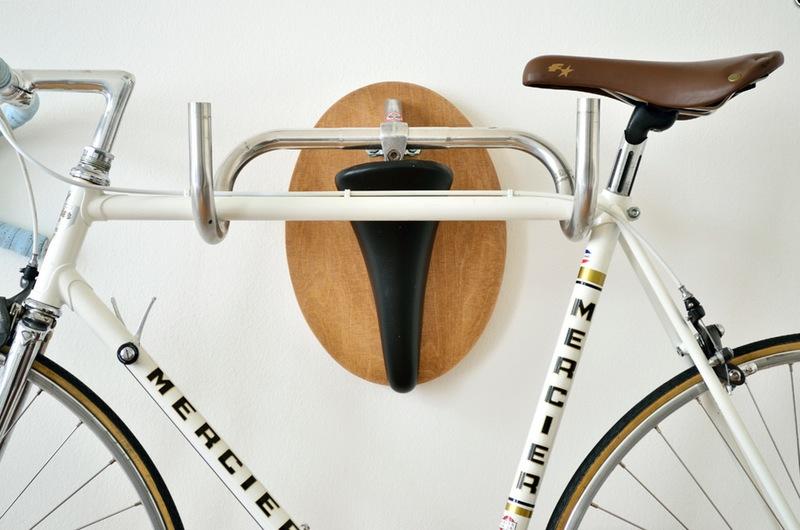 3x je racefiets aan de muur ophangen thesportfashion for Minimalistische fiets